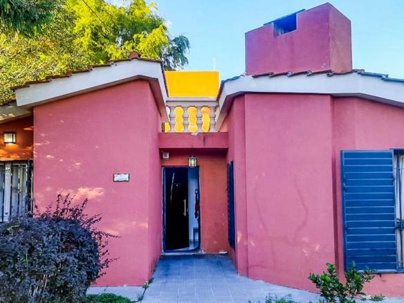 Casa en venta B° visitadores médicos